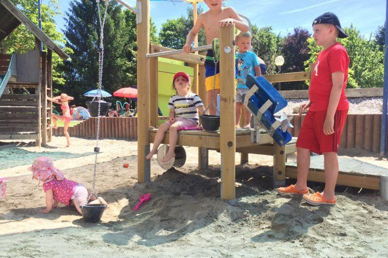 Baggerturm mit Kindern
